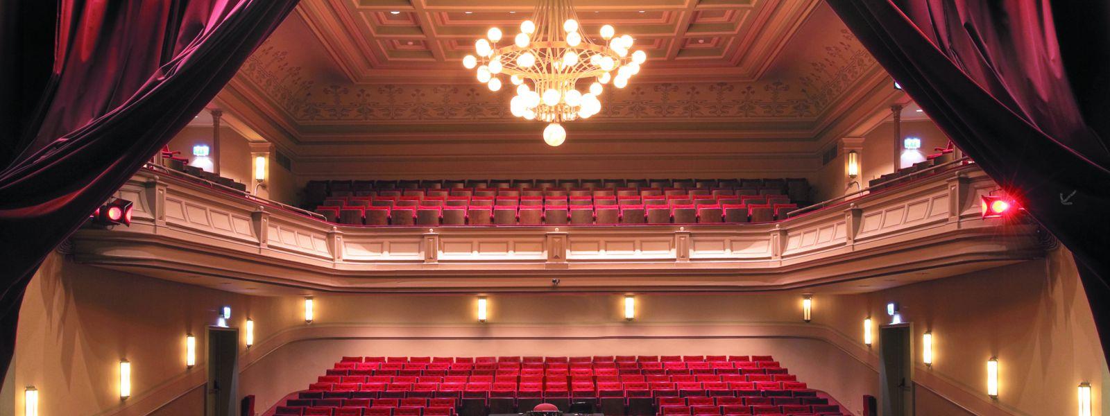 Het theater, Kampen